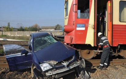 Accident la Salonta: Tren vs. mașină mică. Șofer în spital